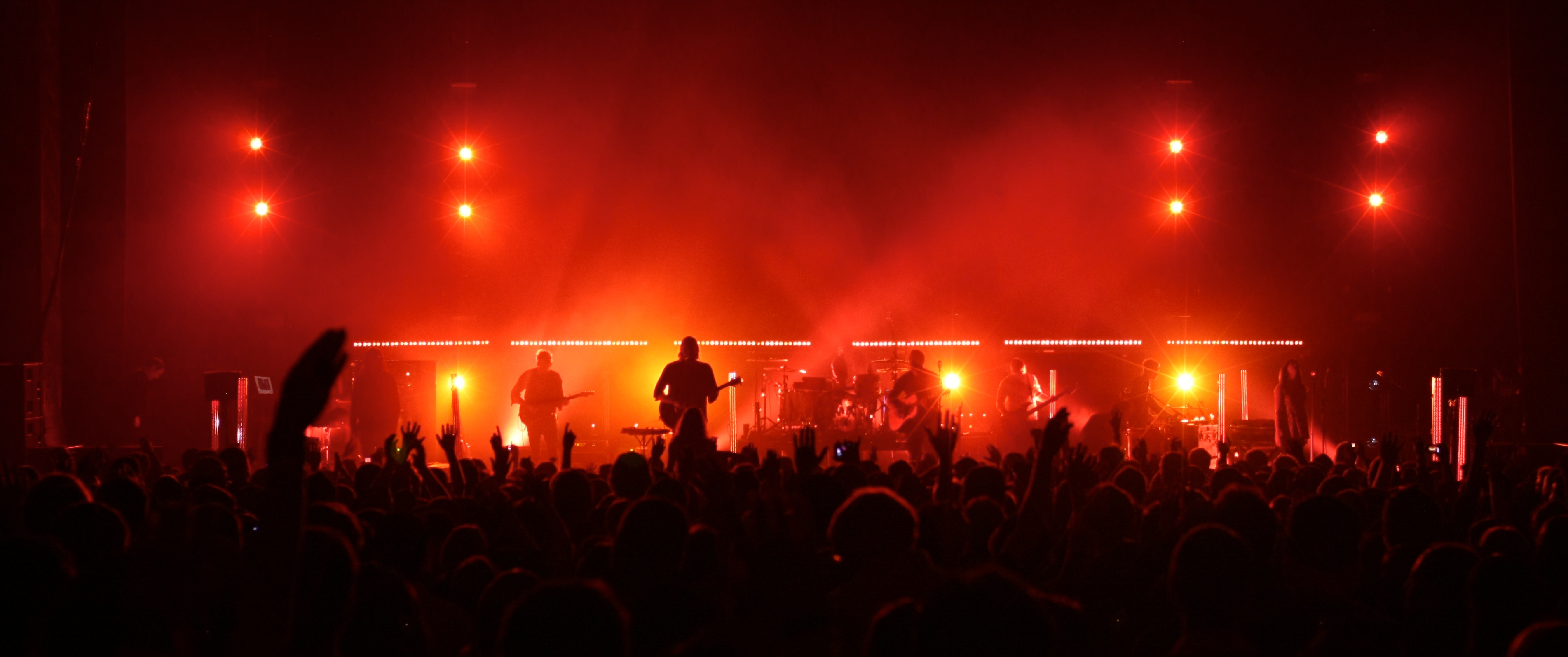 https://tableprepared.files.wordpress.com/2014/06/worship-band-lights.jpg